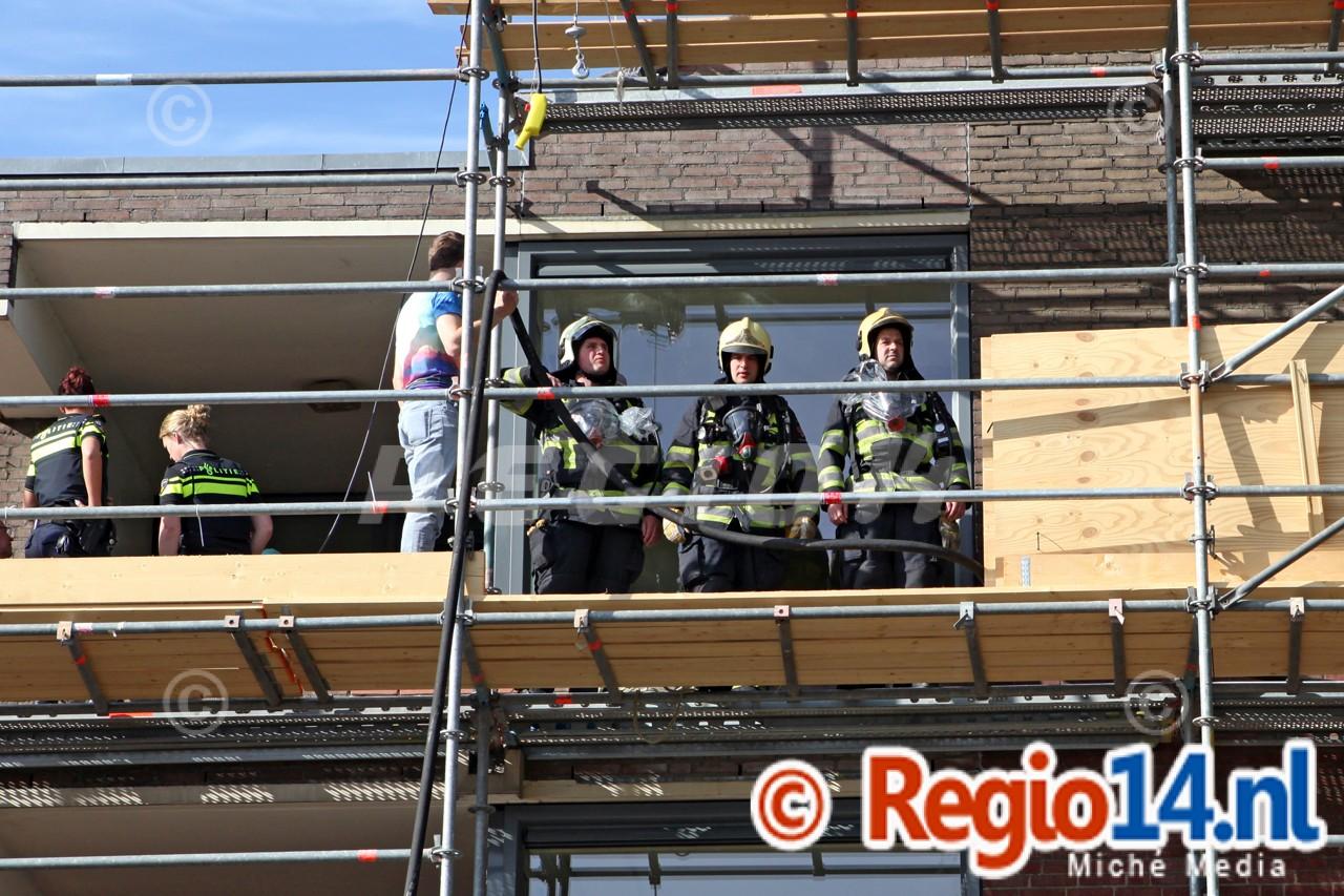 Hulpdiensten_rukken_massaal_uit_voor_woningbrand_in_Hilversum___0139