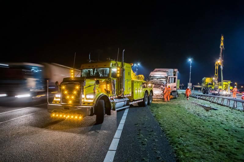 vrachtwagen-in-de-berm-a27_29nov2016_4795-bastiaan-miche